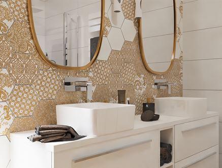 Strefa umywalkowa z ozdobnymi płytkami heksagonalnymi