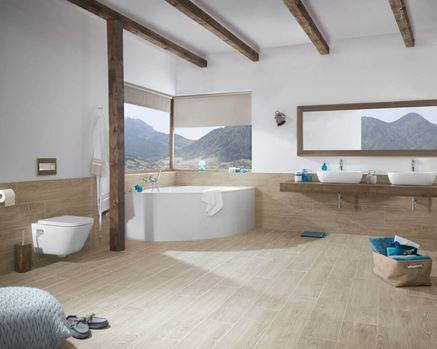 Przestronna łazienka w drewnie