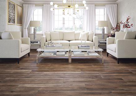 Ekskluzywny salon z drewnianą podłogą