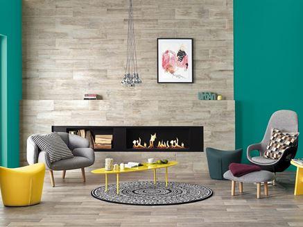 Drewniana ściana kominkowa