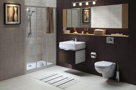 Koło Twins i brązowa łazienka z mozaiką