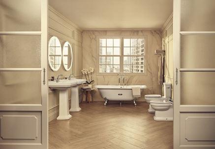 Klasyczna łazienka w jasnym marmurze i drewnie