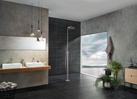 Aranżacja łazienki z kolumną prysznicową wolnostojacą