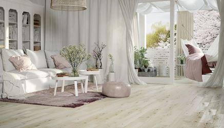 Romantyczny salon z bieloną płytką Classic Oak