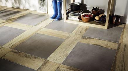 Podłoga z płytkami drewnopodobnnymi