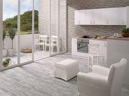 Biała kuchnia otwarta na taras
