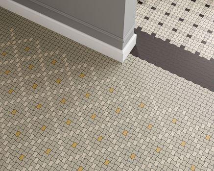 Mozaikowa podłoga w szarościach