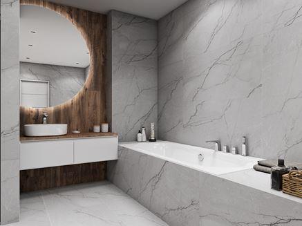 Łazienka w szarościach z zabudowaną wanną