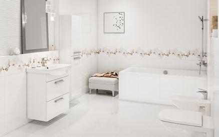 Biała łazienka z delikatnym, florystycznym dekorem