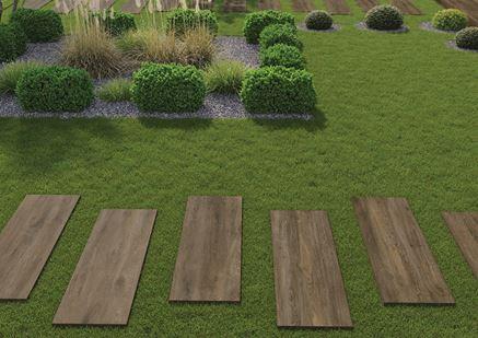 Ogród z brązową płytką z wzorem drewna