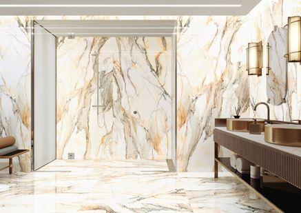 Prysznic walk-in w złotym marmurze Calacatta Gold