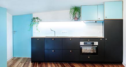 Czerń i błękit w kuchni