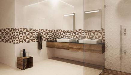 Beżowa łazienka z geometrycznym inserto