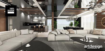 Jasne, tapicerowane kanapy w nowoczesnym salonie