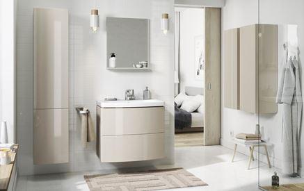 Aranżacja biało-beżowej łazienki w stylu nowoczesnym