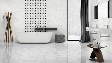 Stylowa łazienka w marmurach Nowa Gala Frost White