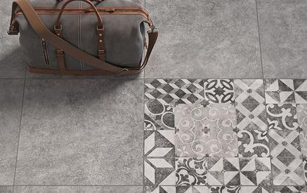 Szara podłoga z patchworkiem