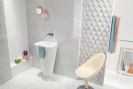 Szara łazienka z płytkami lastryko