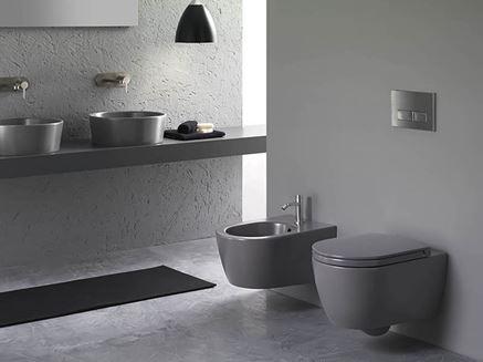 Monochromatyczna łazienka w szarościach