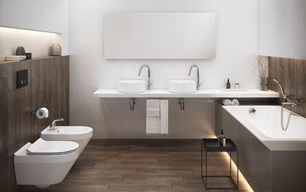 Łazienka w drewnie z białą ceramiką