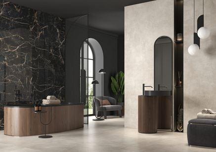 Łazienka w beżu i czerni w stylu glamour