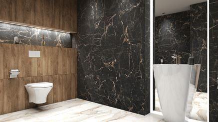 Marmur i drewno w łazience z umywalką wolnostojącą
