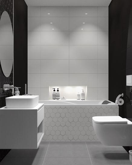Czarno-biała łazienka z wanna zabudowaną ozdobnymi płytkami