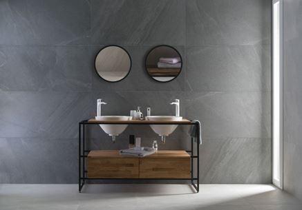 Łazienka w surowym, kamiennym klimacie