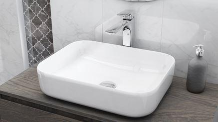 Umywalka nablatowa z chromowaną baterią