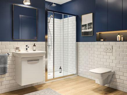 Łazienka z ceglastą ścianą
