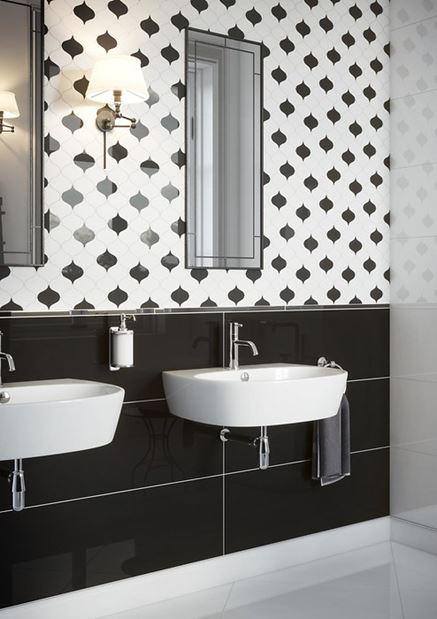 Umywalki i czarno-biała mozaika