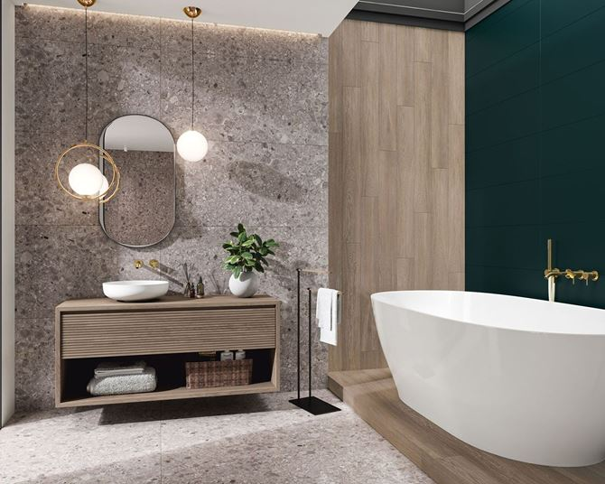 Nowoczesna łazienka ze ścianą w szarościach z dodatkiem drewna