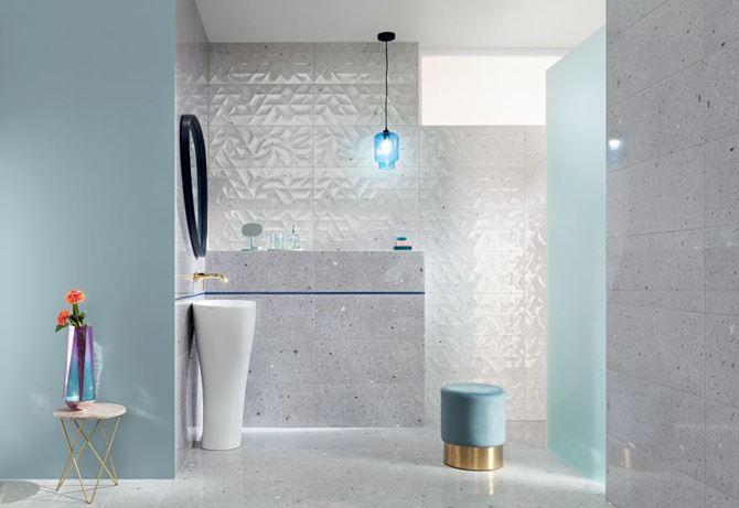 Szaro-błękitna łazienka z płytkami lastryko