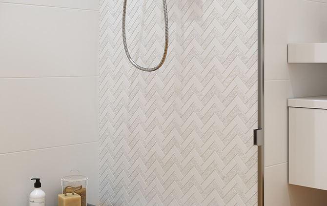 Biała mozaika w toczeniu płytek ściennych