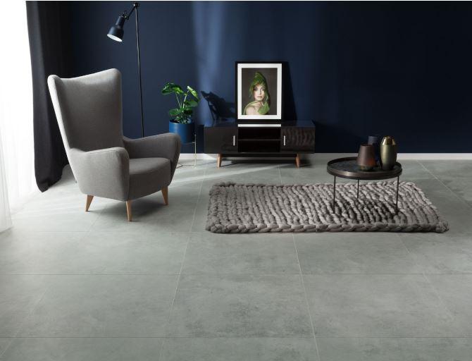 Wielkoformatowy gres Monolith w eleganckim salonie. Fot. Tubądzin