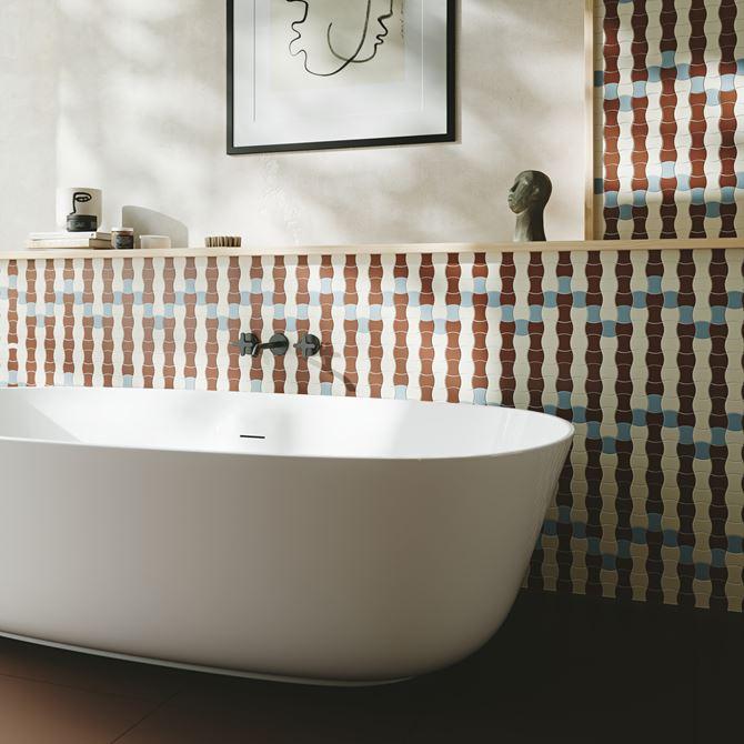 Ściana w łazience wykończona mozaiką Modernizm