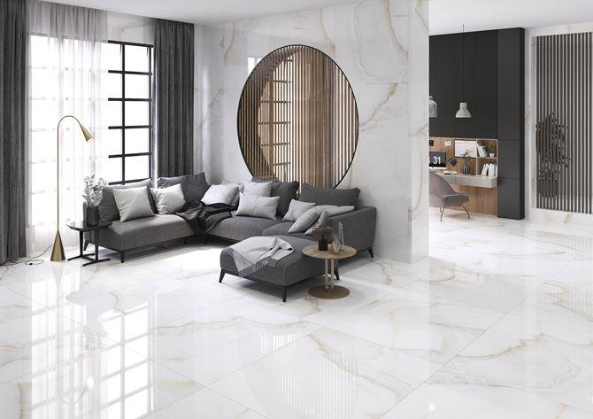 Salon wypoczynkowy w stylu glamour z marmurze Azario Onice