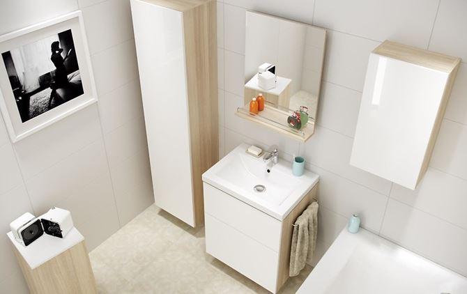 Jasna łazienka w beżu i bieli