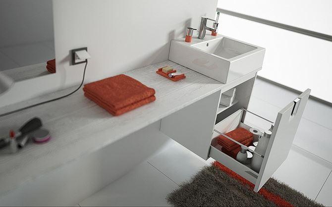 Nowoczesna ceramika i meble w jasnej łazience
