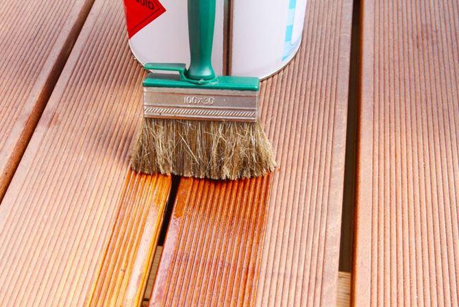 DLH przygotowanie tarasu do sezonu olejowanie pędzlem