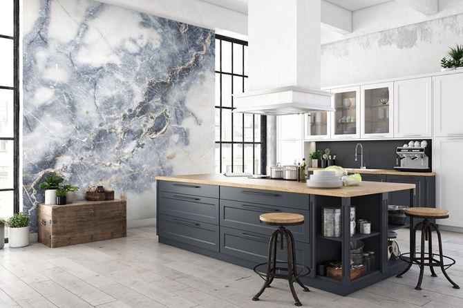 Mural imitujący rysunek marmuru w kuchni Wallsauce