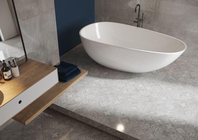 Podłoga w łazience zdobiona jasnoszarym patchworkiem - Cerrad Softcement
