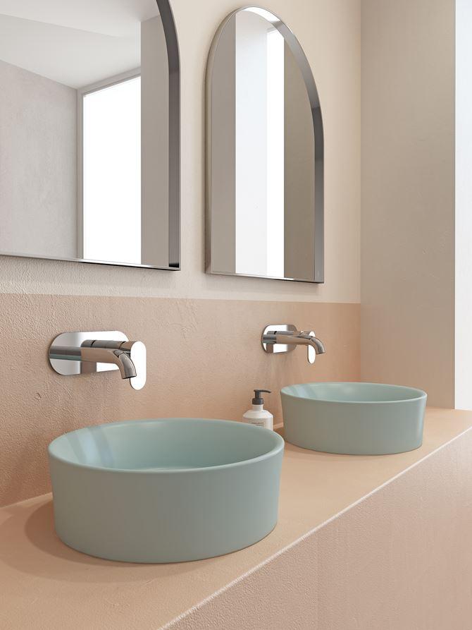 Okrągłe umywalki nablatowe w odcieniu koloru niebieskiego
