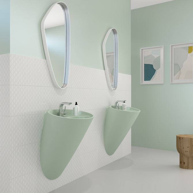 Zielona łazienka z umywalkami typu monoblok