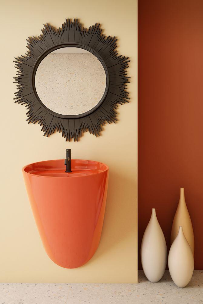 Łazienka z pomarańczową umywalką z serii Bocchi Venezia