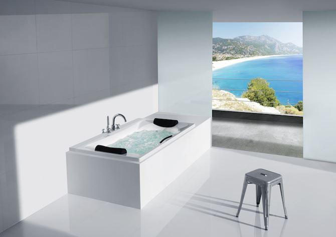 Minimalistyczna łazienka z wanną Roca BeCool