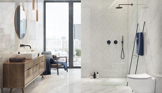 Jasna łazienka z mozaiką Opoczno Marble Charm