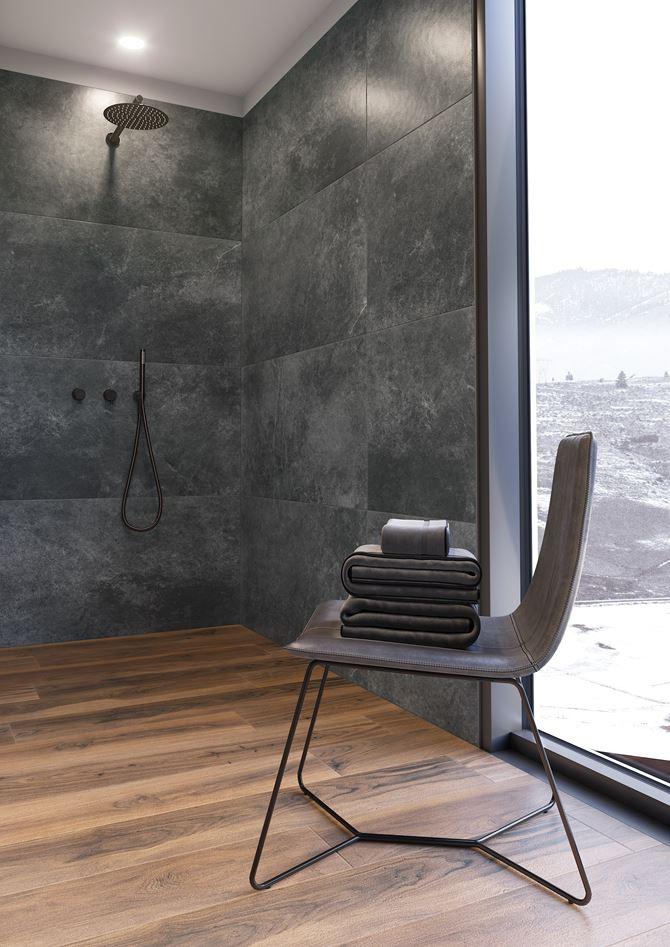 Prysznic we wnęce z drewnopodobnymi płytkami Acero ochra