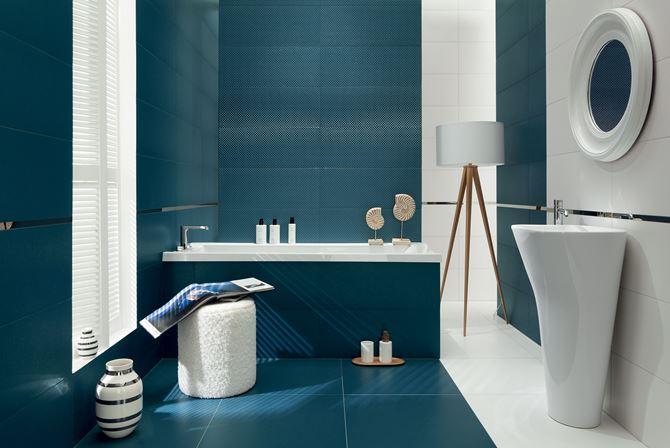 Biało-niebieska łazienka w nowoczesnym stylu