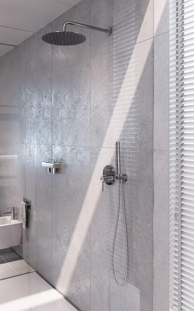 Strefa prysznicowa z chromowanym zestawem natryskowym